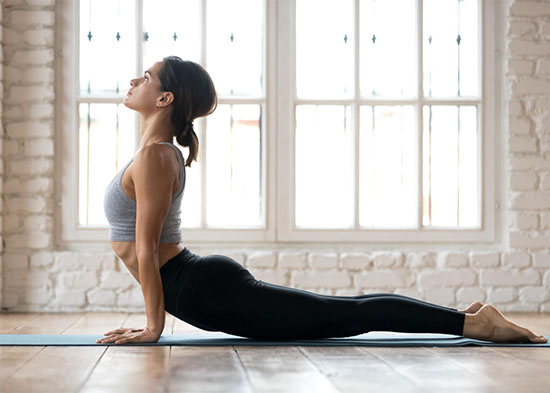 Kinh nghiệm: Nên cột tóc gọn gàng khi tập yoga