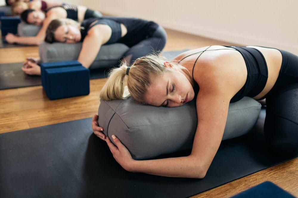Có nên tập yoga trong thời kỳ kinh nguyệt không?