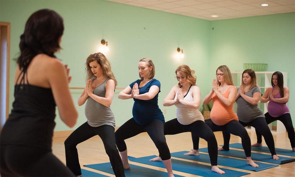 Bầu 3 tháng đầu có nên tập yoga không? Những lưu ý khi tập yoga cho bà bầu