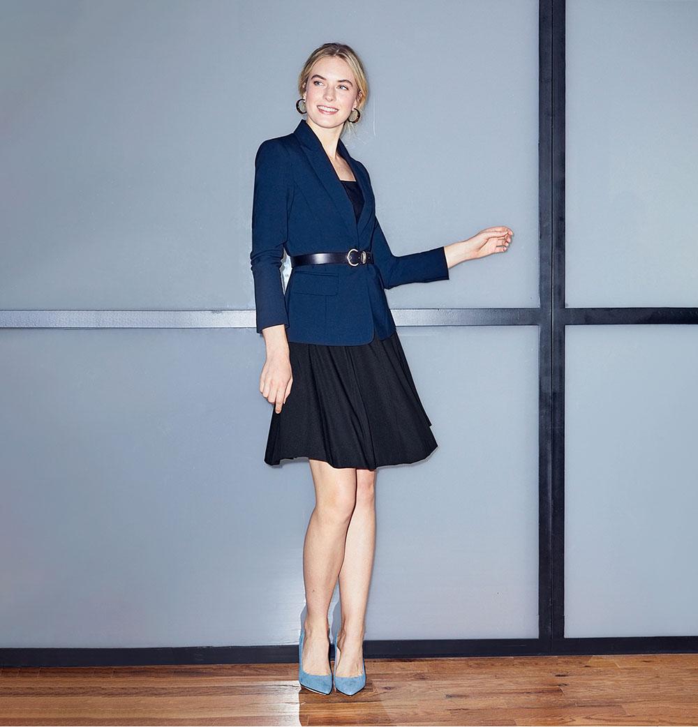 Áo vest kết hợp với chân váy xòe, belt nhỏ vừa sexy vừa lịch thiệp